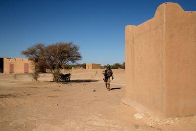 Bizarrement toute la population a fuit le village avant l'arrivée des soldats de la Force Barkhane.