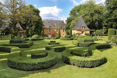Vue sur la façade du manoir depuis le «jardin français».