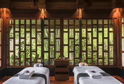 Le spa est transformé en centre de bien-être.