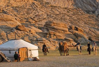 En Mongolie, rencontres avec des peuples nomades.