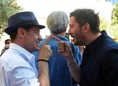 Le directeur du festival Olivier Py en plein débat avec le metteur en scène et réalisateur David Bobée.