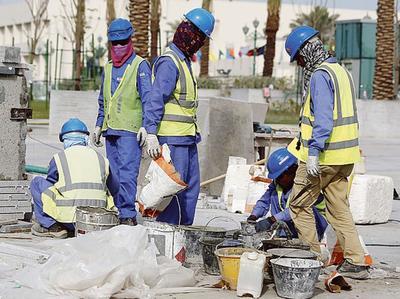 Les conditions de travail sur les chantiers liés à la Coupe du monde 2022 sont dans le viseur de l'association Sherpa.