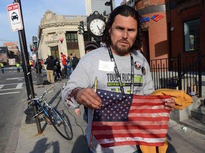 Carlos Arredondo, rendu célèbre pour avoir secouru de nombreuses victimes lors de l'attentat de Boston. Crédits photo: Darren McCollester/AFP