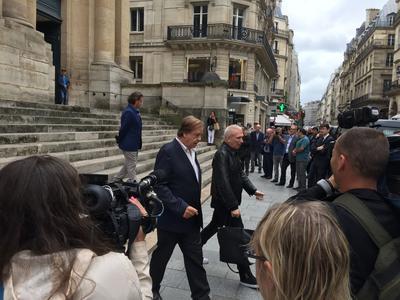 Jean-Paul Gaultier et Daniel Lauclair sortent de la messe des obsèques d'Yvette Horner.
