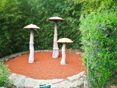 Les «Champignons des Oules», sculpture de Marie Gueydon de Dives.