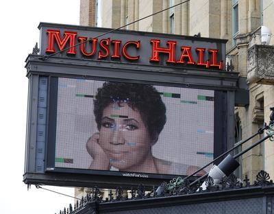 Le Music Hall de Détroit rend hommage à la reine de la soul.