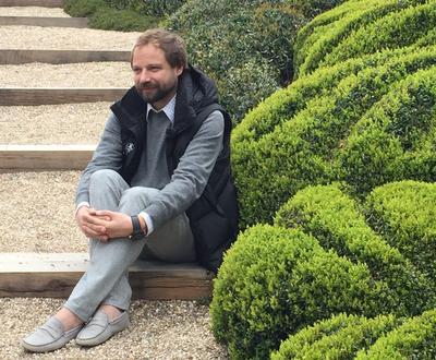 Alexander Grivko est tombé amoureux d'Étretat après y avoir passé de courtes vacances.