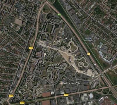 La cité de la Grande Borne forme un triangle.