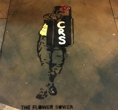 The Flower Sower, par MariBalti, réalisé à Paris, près de la place de la Bastille.