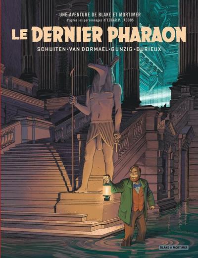 Dans une posture de sidération, Mortimer, bien reconnaissable à sa barbe rousse et sa veste vert sapin, tient à la main une lanterne. Une image emblématique de ce «savanturier» à la Jules Verne qui progresse dans les ténèbres pour y apporter la lumière de la connaissance et de la vérité.