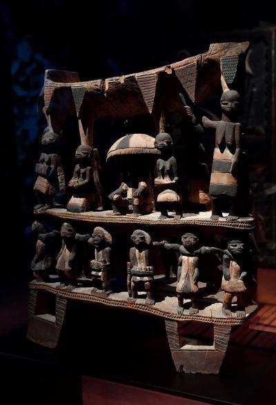 Trône du royaume du Dahomey conservé aujourd'hui au musée du Quai Branly.