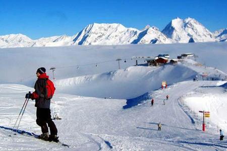 En février, les stations de ski sont prises d'assaut dès les premières semaines. (Crédit: Jean-Christophe MARMARA/ Le Figaro)