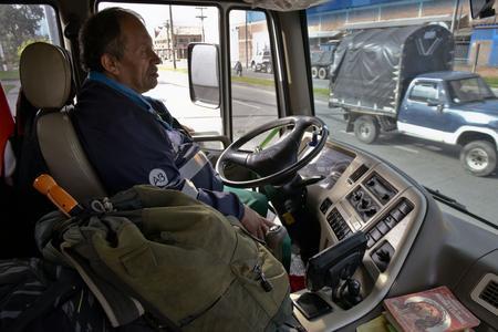 José Alberto Gutierrez au volant de son camion-poubelle