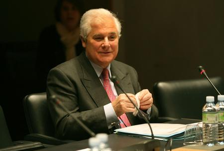 Pascal Clément, alors ministre de la Justice, devant la commission d'enquête, le 12 avril 2006.