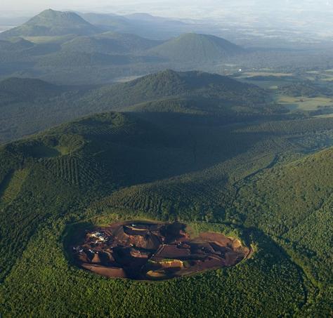 La roche volcanique Pozzolana près de Clermont-Ferrand.
