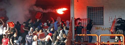 Les terribles images d'affrontements lors du derby de Belgrade