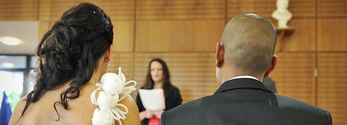 Des élus en croisade contre les mariages frauduleux