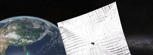 Un voilier solaire à coût réduit en orbite
