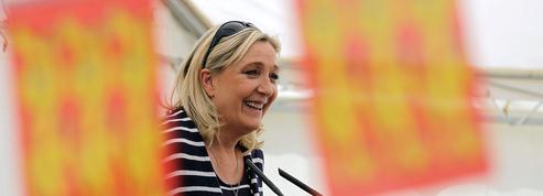Marine Le Pen officialise sa candidature aux régionales