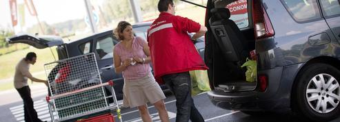 Les vacanciers plébiscitent les «drives» pour faire leurs courses moins cher