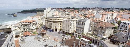 Biarritz fait payer 68 euros aux cracheurs et aux urineurs dans la rue