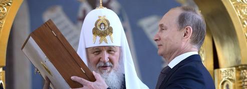 Le Kremlin met au pas ses nationalistes