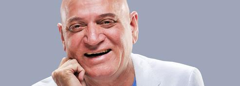 Docteur Kataria : «On devrait convertir tous les fumoirs en salle pour rire»