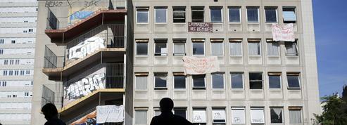 La mairie de Paris n'envisage pas d'expulser les clandestins réfugiés au lycée Jean Quarré