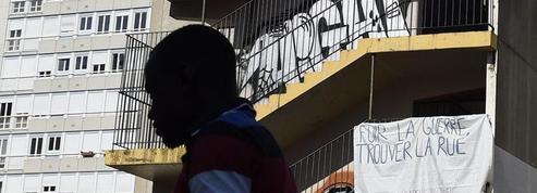 La droite exhorte Paris à expulser les migrants réfugiés dans un lycée désaffecté