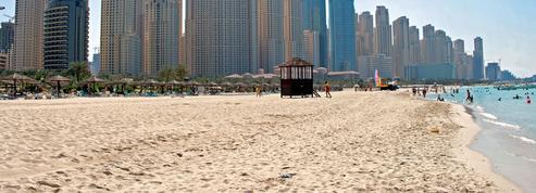 À Dubaï, un père empêche les sauveteurs de sauver sa fille de la noyade