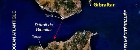 Ils traversent le détroit de Gibraltar en soutien aux migrants