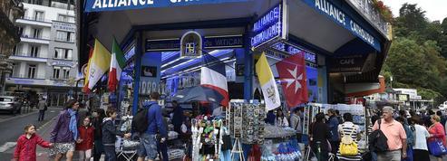 Lourdes restreint le commerce d'objets pieux dans la rue