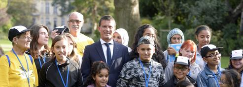 Invités à Matignon, des enfants peinent à reconnaître Manuel Valls
