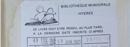 Une lectrice rapporte un livre à la bibliothèque 28 ans plus tard