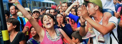 La Hongrie laisse partir des milliers de migrants vers l'Autriche et l'Allemagne