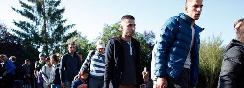 Avant le départ pour la France, la discrète vérification du profil des réfugiés