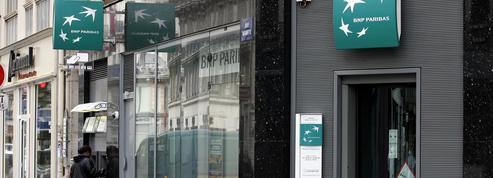 Banques: les Français délaissent les agences au profit d'Internet