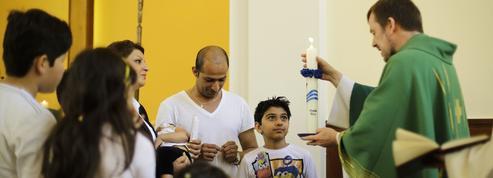 Des migrants se convertissent au christianisme en Allemagne