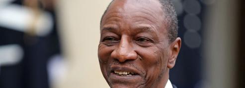 En Guinée, Alpha Condé garde son costume présidentiel