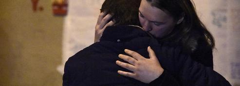Attentats: ces jeunes qui aident les familles à retrouver leur proche via le web