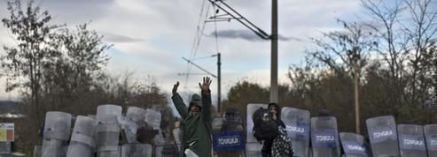 Aux portes de la Macédoine, des demandeurs d'asile bouches cousues
