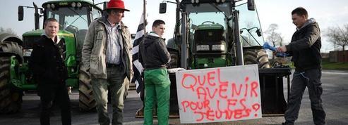 Après les annonces de Valls, la FNSEA appelle au calme