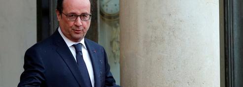 À l'approche de 2017, François Hollande multiplie les cadeaux