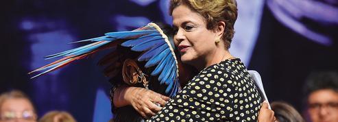 Brésil: la longue chute de la présidente