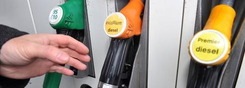 Pénurie de carburant : un hypermarché peut-il réserver l'accès à la pompe à ses clients ?