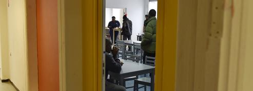 Paris : une association lance une école de langue française pour les réfugiés