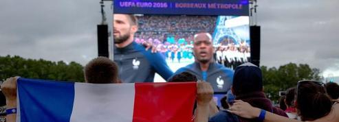 France-Roumanie vu de la fan-zone du Champ-de-Mars à Paris