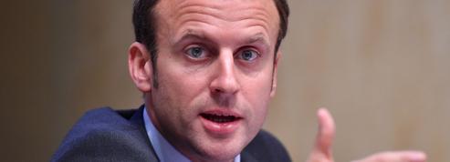 Macron prend ses distances avec François Hollande