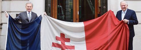 Le drapeau retrouvé de Carlton Gardens