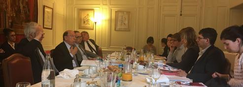 Revenu de base : le Sénat préconise une expérimentation à 500 euros par mois